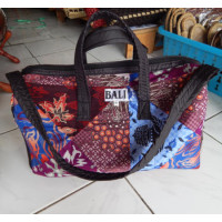 Tas travel motif batik