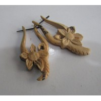 Anting kayu motif bunga