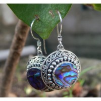 Round silver earrings with mussels