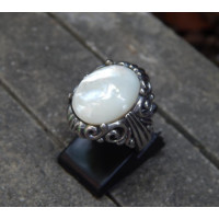 Silver ring motifs carved pearl bali
